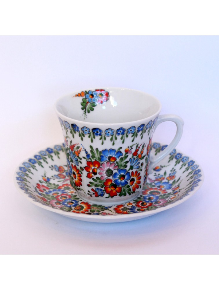 Porcelanowa filiżanka do herbaty